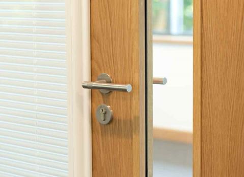 drzwi zewnętrzne z przeszkleniami